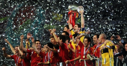 Spain celebrate victory at Euro 2012